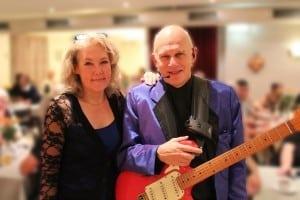 """Karin og Klaus Strand-Holm turnerer landet rundt med den populære musikquiz """"Tip et Hit"""". Onsdag før pinse gæstede de Værestedet i Jyllinge."""