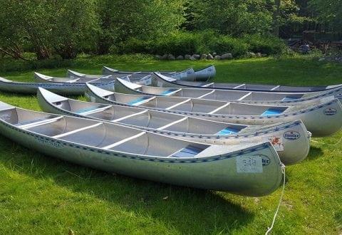 Kanoer på vandet