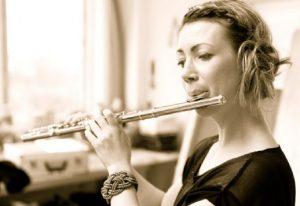Den prisvindende fløjtenist Linnéa Villén spiller