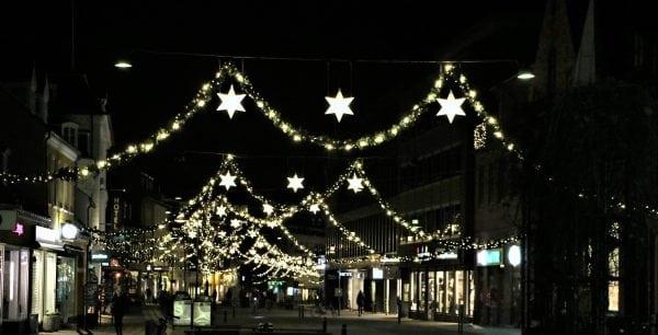Julen lyser op i Roskilde bymidte.