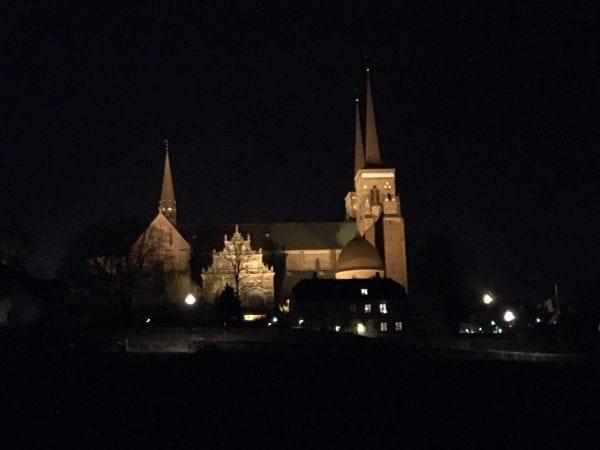 Domkirken som et fyrtårn i mørket