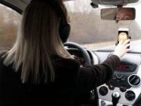"""VIS VEJEN: Tidligere på året gik GF Trafikpris blandt andre til Midt- og Vestjyllands Politi og  """"Projekt 17-årige bag rattet"""". En forebyggende indsats rettet mod unge, bl.a. gennem YouTube-videoer med figuren """"Snappy"""", der sætter fokus på distraktioner fra mobiltelefonen. Og nu åbner GF Fonden op for nye ansøgninger fra lokale institutioner, foreninger og borgergrupper:  - Vi ved, at der er mange, som går rundt med ideer, som vil kunne blive til konkrete projekter, lyder det Kim Friland fra GF Nordsjælland/Storkøbenhavn."""