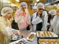 """""""Chokoladedyppede græshopper og småkager med larver – mums! Sidste års tema """"Min nye verden"""" åbnede bl.a. op for nye smagsindtryk. I år skal eleverne teste andre grænser af, når Naturvidenskabsfestivalen begynder på mandag."""""""