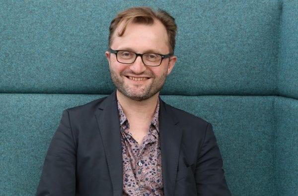 Litteraturprofessor fra RUC vinder DM's forskningspris for sit banebrydende forskningsarbejde