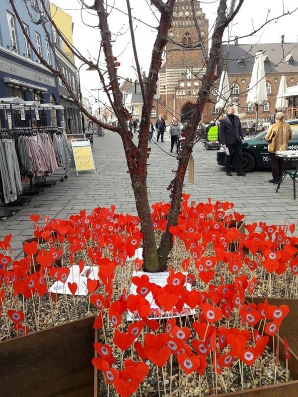 610 hjerter på Stændertorvet – et for hvert fattigt barn i Roskilde