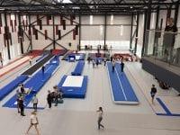 Springcentret i Idrættens Hus på Kildegården lægger gulv til, når Roskilde Gymshow 2019 løber af stablen. Foto: Roskilde Kommune.