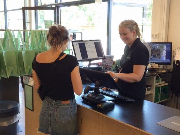 Butiksassistent over 18 år søges