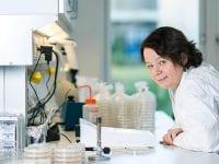 Lotte Jelsbak er forsker på Institut for Naturvidenskab og Miljø.