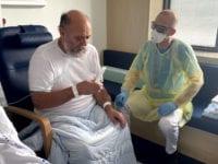 Lars sammen med fysioterapeut, Kim Mogensbæk Poulsen. Foto: Slagelse Sygehus