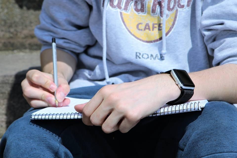 OPGAVEHJÆLP FOR DE STUDERENDE