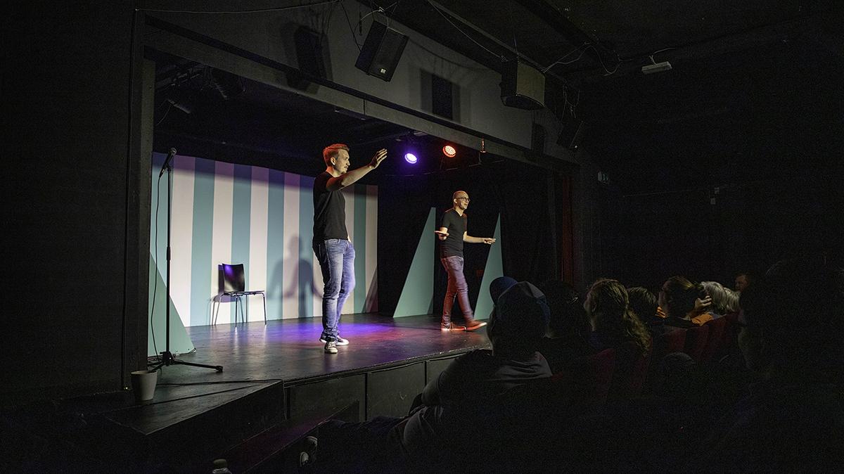 Månedligt comedy-show vender endelig tilbage