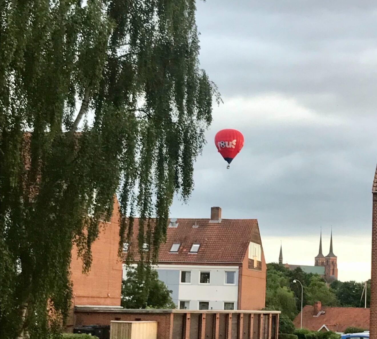 Svæver over Roskilde